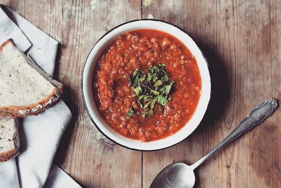 zupa z czerwonej soczewicy zpomidorem